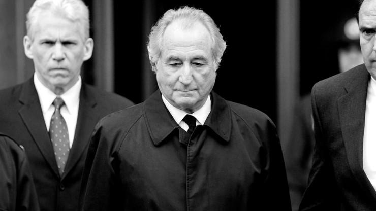 Bernie Madoff nie żyje. Był twórcą największej piramidy finansowej w historii