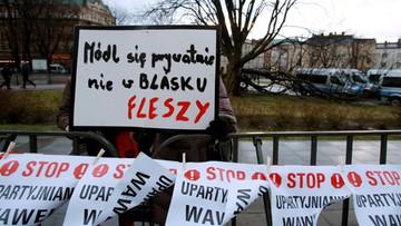 """Kaczyński przyjechał na Wawel. Okrzyki: """"nie"""" dla PiS-u na Wawelu"""