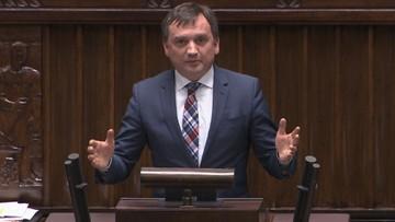 """Zakłócone wystąpienie Ziobry w Sejmie. """"KNF!, KNF!"""", """"złodzieje, złodzieje"""""""