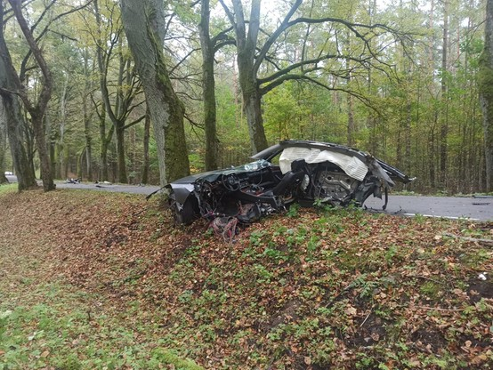 W samochodzie wystrzeliły kurtyny bezpieczeństwa z lewej strony.