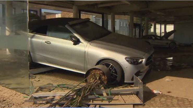 Fala samochodów popowodziowych z Niemiec. Superokazja może okazać się oszustwem