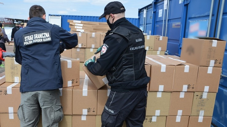 Rekordowy przemyt papierosów. Blisko 2,5 mln paczek w kontenerach kolejowych