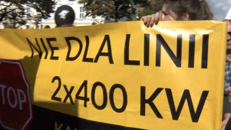 Protest na drodze krajowej 79. Przeciwko linii wysokiego napięcia