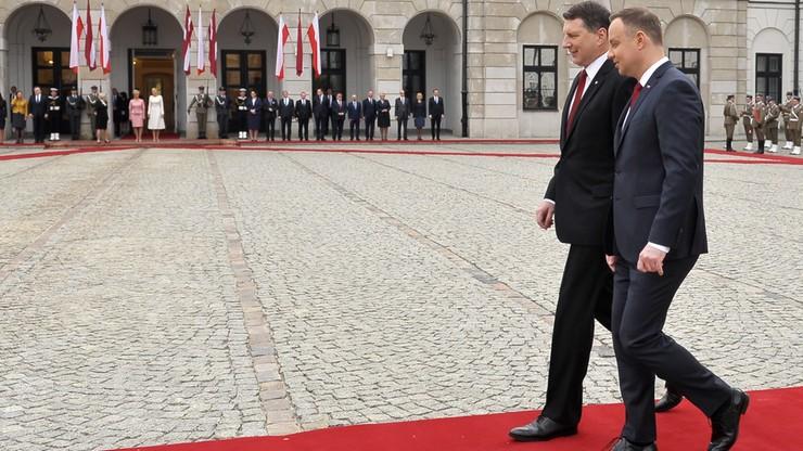 Prezydent: NATO w relacjach z Rosją powinno stać razem
