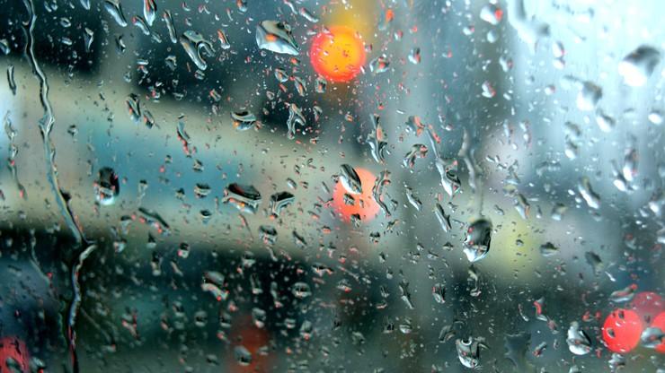 Deszcz i deszcz ze śniegiem w większości kraju