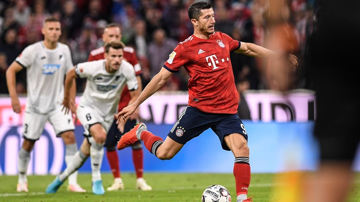 """Zwycięstwo Bayernu na inaugurację! Gol Lewandowskiego po """"drugiej szansie"""""""