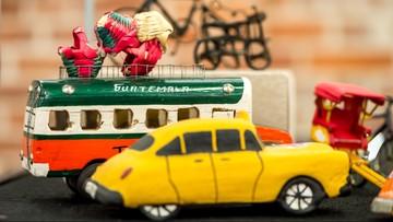 """Z Madagaskaru, Kuby, Peru, Japonii, Meksyku - """"Zabawki w kulturach świata"""", wystawa w Toruniu"""