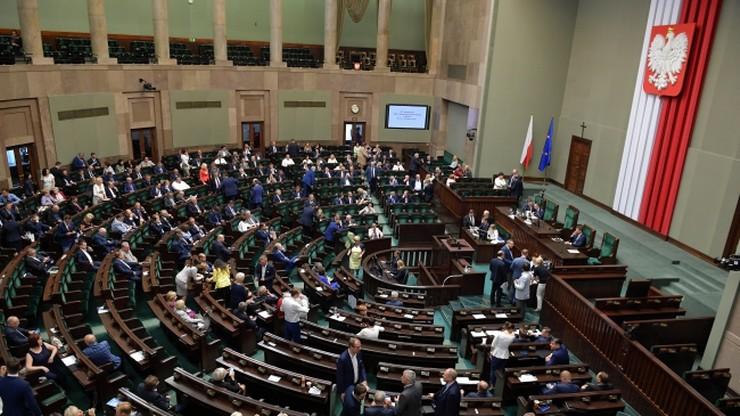 """Sejm przyjął zmiany w regulaminie Sejmu. """"Mają ukrócić chuliganerię"""""""