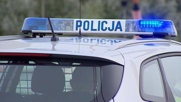 Policjant miał prowadzić pod wpływem alkoholu. Jego auto dachowało