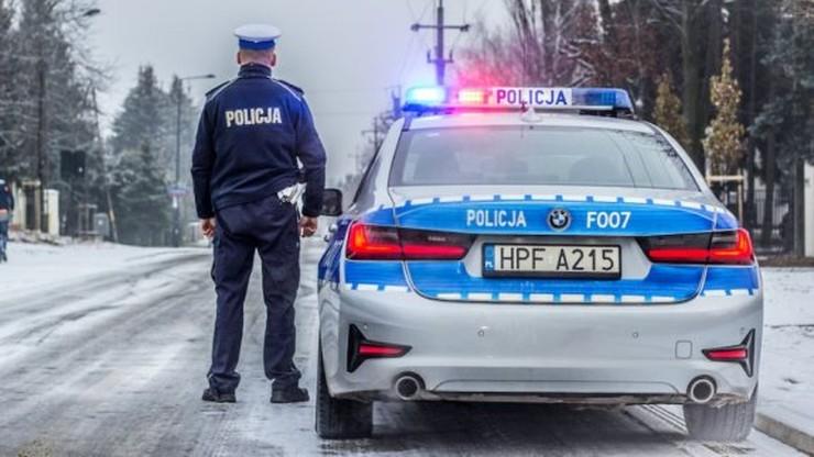 Łódzkie: 15-latek chciał spotkać się z dziewczyną. Ukradł auto i ruszył w długą drogę