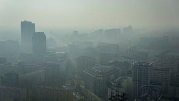 """""""Zaleca się unikania przebywania na dworze"""". W Warszawie ogłoszono alarm smogowy"""
