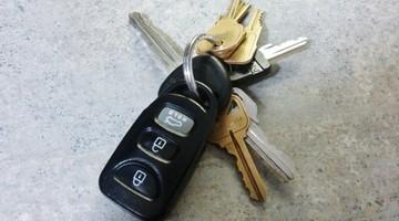 Pijany ojciec zasnął za kierownicą. 14-latka zabrała kluczyki i wezwała policję
