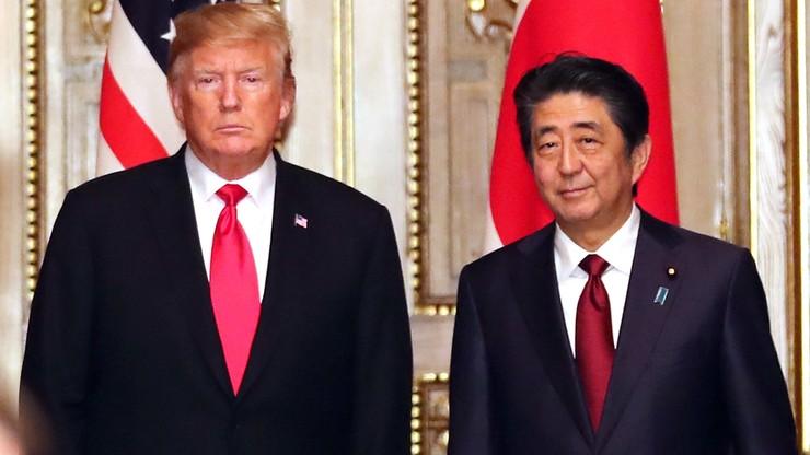Naciski w sprawie handlu i optymizm w kwestii Korei Płn. Trump z wizytą w Japonii