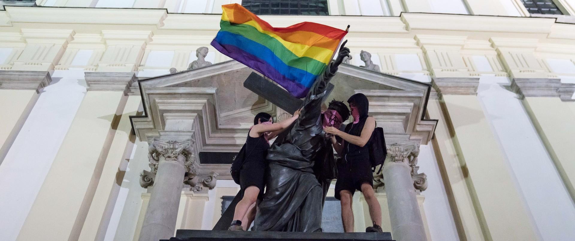 Poczucie krzywdy nie usprawiedliwia barbarzyństwa. Zaremba o akcji aktywistów LGBT