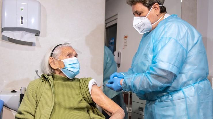 102-letnia seniorka zaszczepiona
