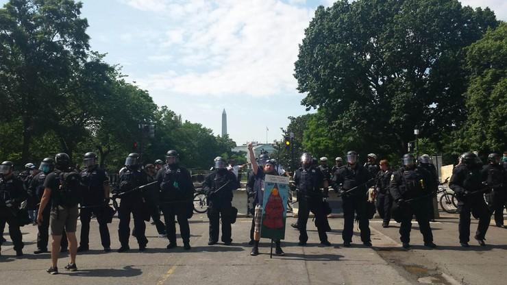 Przepychanki przed pomnikiem Kościuszki. Prezydent rusza na spotkanie z Trumpem