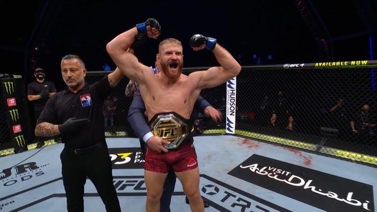 Błachowicz zdobył pas mistrzowski UFC w wadze półciężkiej. Znokautował Reyesa