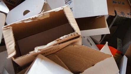 Karton, plastik, metal… już wiemy, jak długo utrzymuje się na nich koronawirus