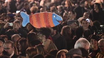 """""""Sardynki"""" wyszły na ulice. Protest przeciwko Salviniemu we Florencji"""