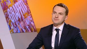 Nowoczesna: premier nie ma siły politycznej, żeby zrzucić włos z głowy Misiewicza