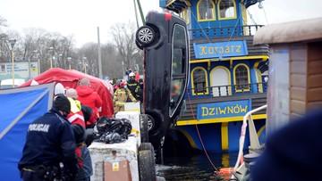 Auto wpadło do wody w Dziwnowie. Nie żyją cztery osoby, w tym dzieci
