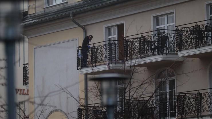 Świnoujście: w mieszkaniu znaleziono ciała dwóch starszych osób. Strażacy weszli przez balkon
