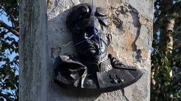Zatrzymany za demontaż pomnika sowieckiego generała otrzymał odszkodowanie