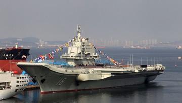 Chiński lotniskowiec na wodach Cieśniny Tajwańskiej. Tajwan poderwał samoloty