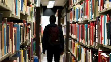 Coraz mniej bezrobotnych z dyplomem uczelni