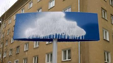 Zniszczono tablice na skwerze im. prof. Bartoszewskiego w Warszawie