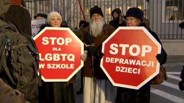 """""""Nie dla deprawacji naszych dzieci"""". Petycja przeciw lekcjom nt. mowy nienawiści"""