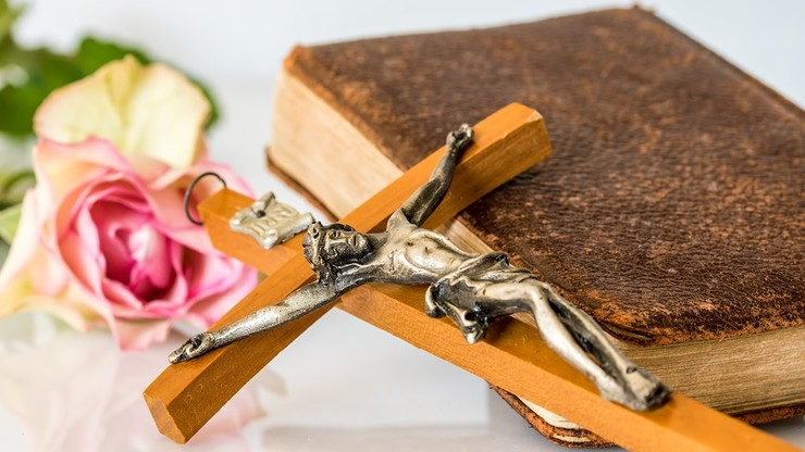 """Francuscy biskupi zmieniają oficjalne tłumaczenie modlitwy """"Ojcze nasz"""""""