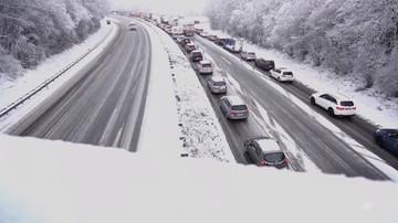 Francja: silne opady śniegu zakłóciły ruch drogowy, kolejowy i lotniczy na wschodzie