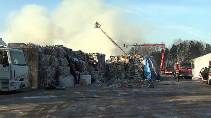 Po pożarze składowiska opon w Żorach mieszkańcy chcą niezależnych badań powietrza, wody i gleby