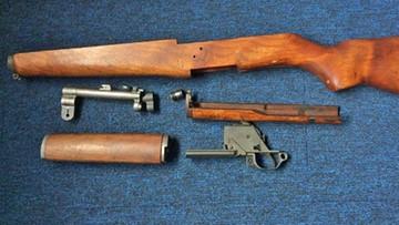 Broń i amunicja w przesyłkach z USA. Funkcjonariusze przejęli paczki
