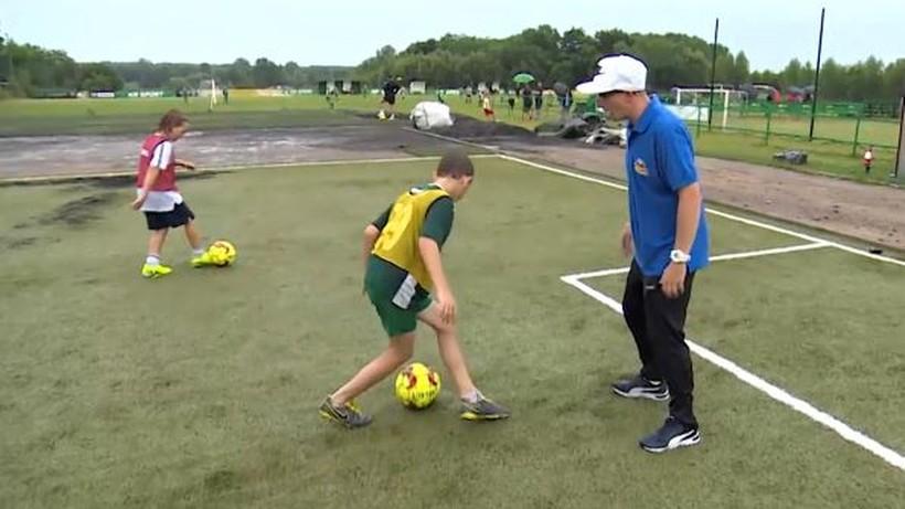 Jest w Polsce fachowiec, który nauczy każdego piłkarskiego triku (WIDEO)