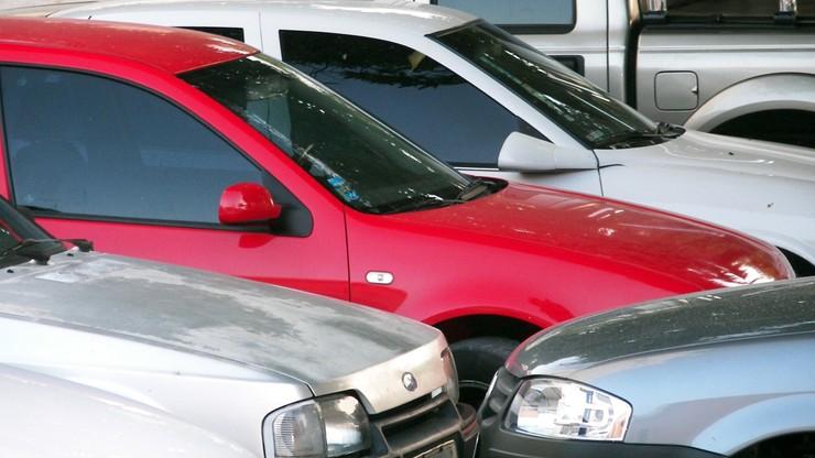 Miała wywieźć za granicę 181 leasingowanych aut. Śledczy sprawdzają, co się z nimi stało