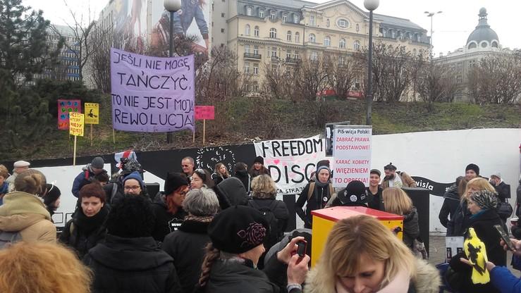 """Dzień Kobiet: """"Freedom Disco"""" - demonstracja w Warszawie"""