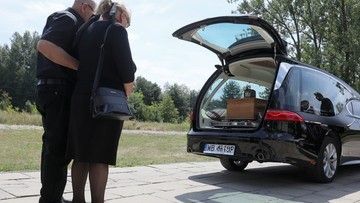 Pogrzeb ojca zaginionego Dawida. Urna spoczęła na cmentarzu pod Grodziskiem