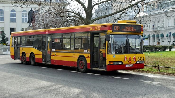 Warszawa: pasażer zablokował drogę kierowcy autobusu. A ten i tak ruszył