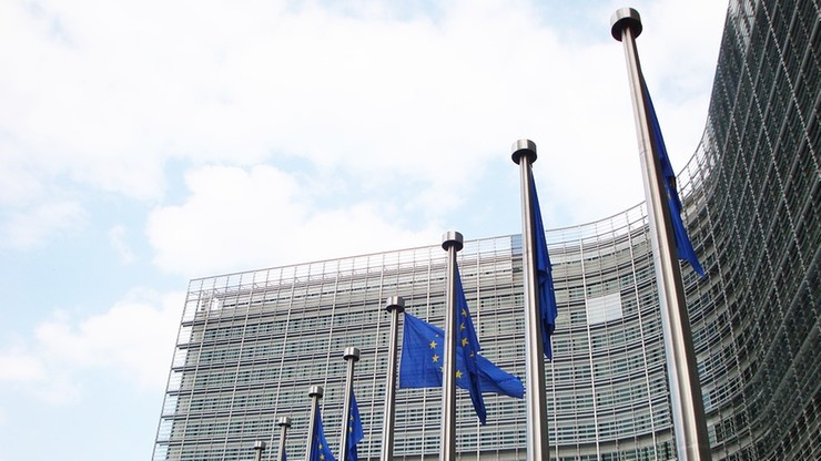 Komisja Europejska ostrzega USA przed nakładaniem ceł na samochody