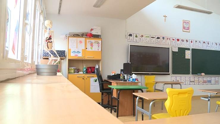 Kiedy starsi uczniowie wrócą do szkoły? Niedzielski wyjaśnia