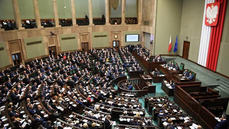 Nowy sondaż CBOS. PiS z mocną przewagą, PSL i Wiosna Roberta Biedronia poza Sejmem