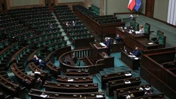 Lewica z dwucyfrowym poparciem, sześć partii w Sejmie. Najnowszy sondaż