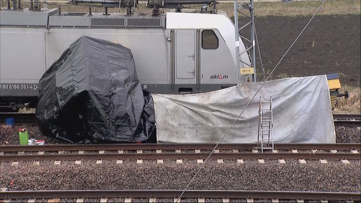 Zderzenie lokomotywy z drezyną. Nie żyją dwie osoby