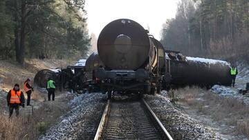 Wykolejony pociąg na Mazurach. Z szyn wypadło osiem wagonów