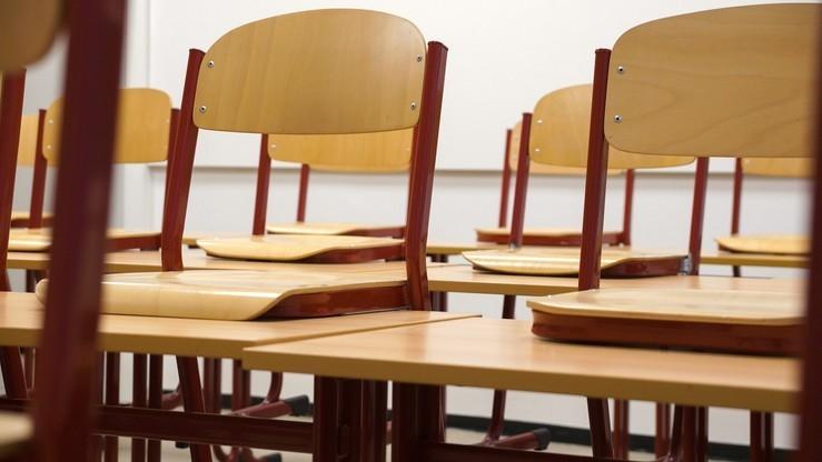 """Wnioski o """"500+"""" w szkołach tylko za zgodą pracowników – MEN komentuje list ZNP"""