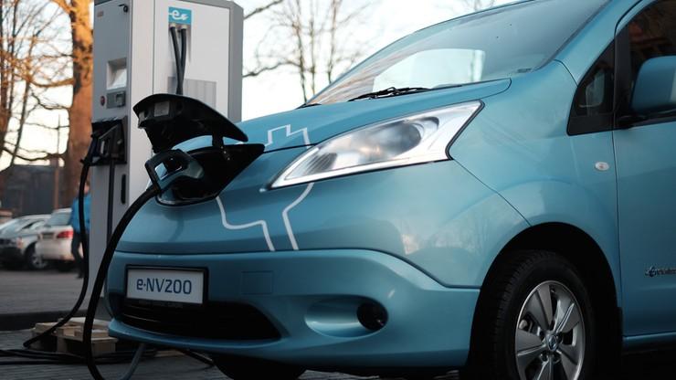 Niemcy: za 14 lat trzeba skończyć z samochodami o napędzie spalinowym