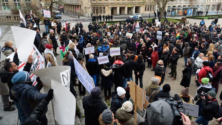 Poznań: trzy manifestacje przeciwko terroryzmowi