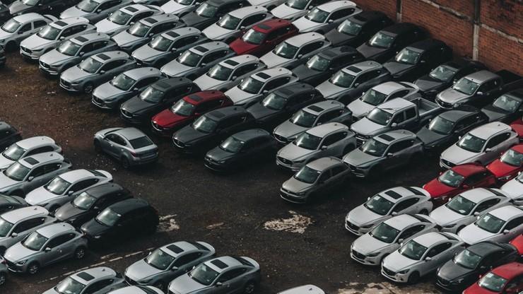 Na jakie auto stać przeciętnego Polaka? Dane nie napawają optymizmem